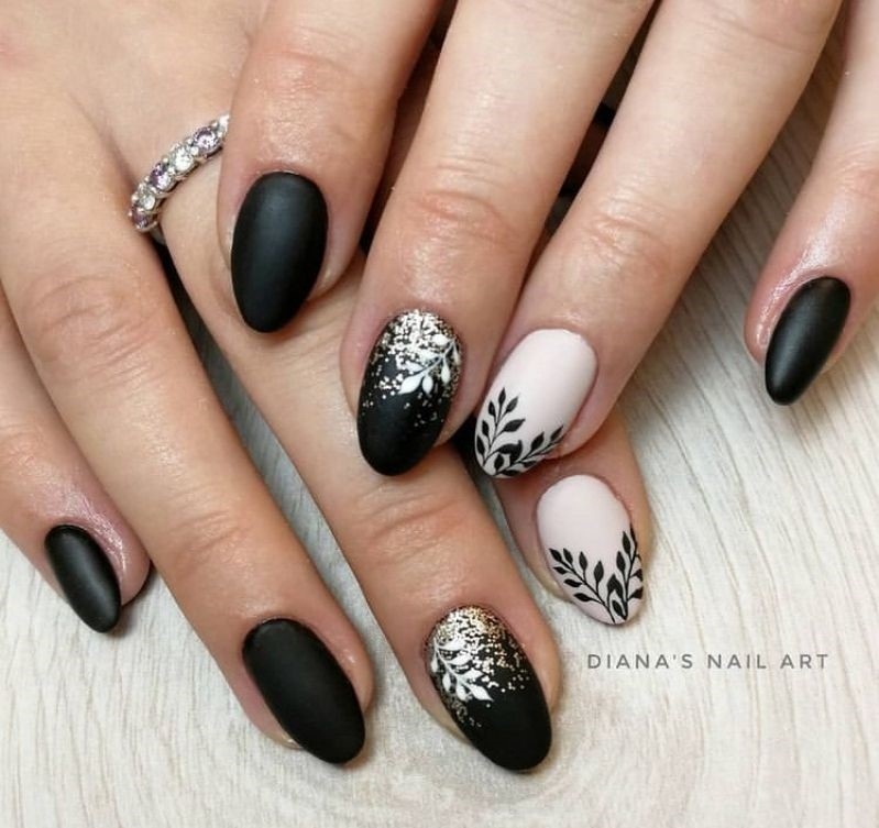 Black and White Leaves as Fall Nail Design Idea