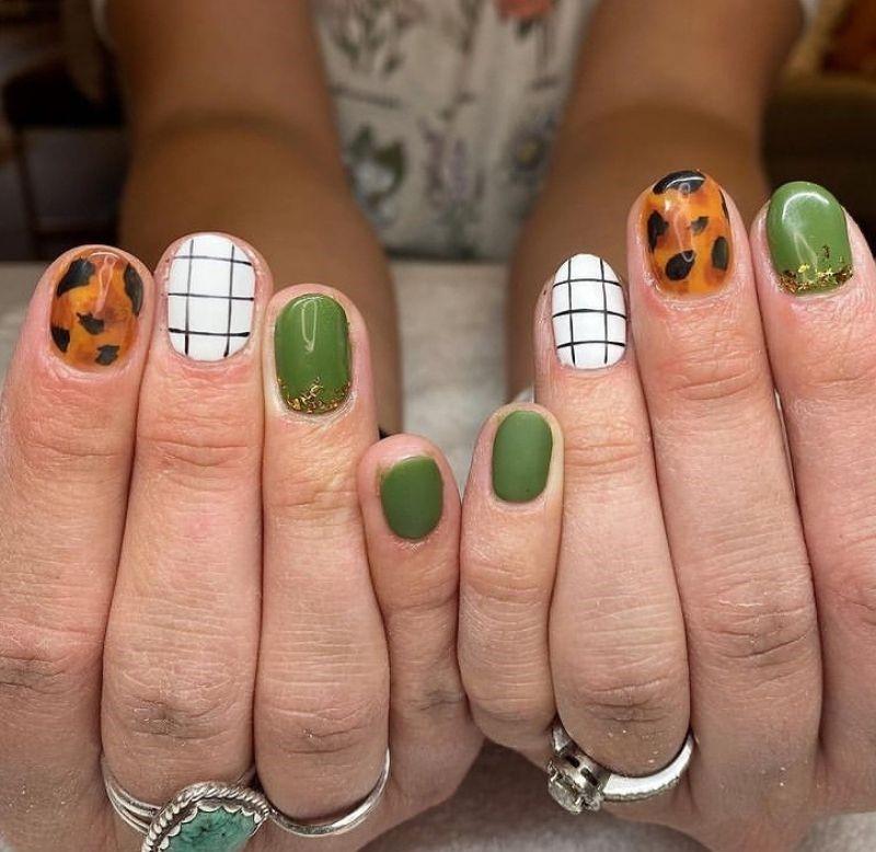 Fall Nail Grid Manicure