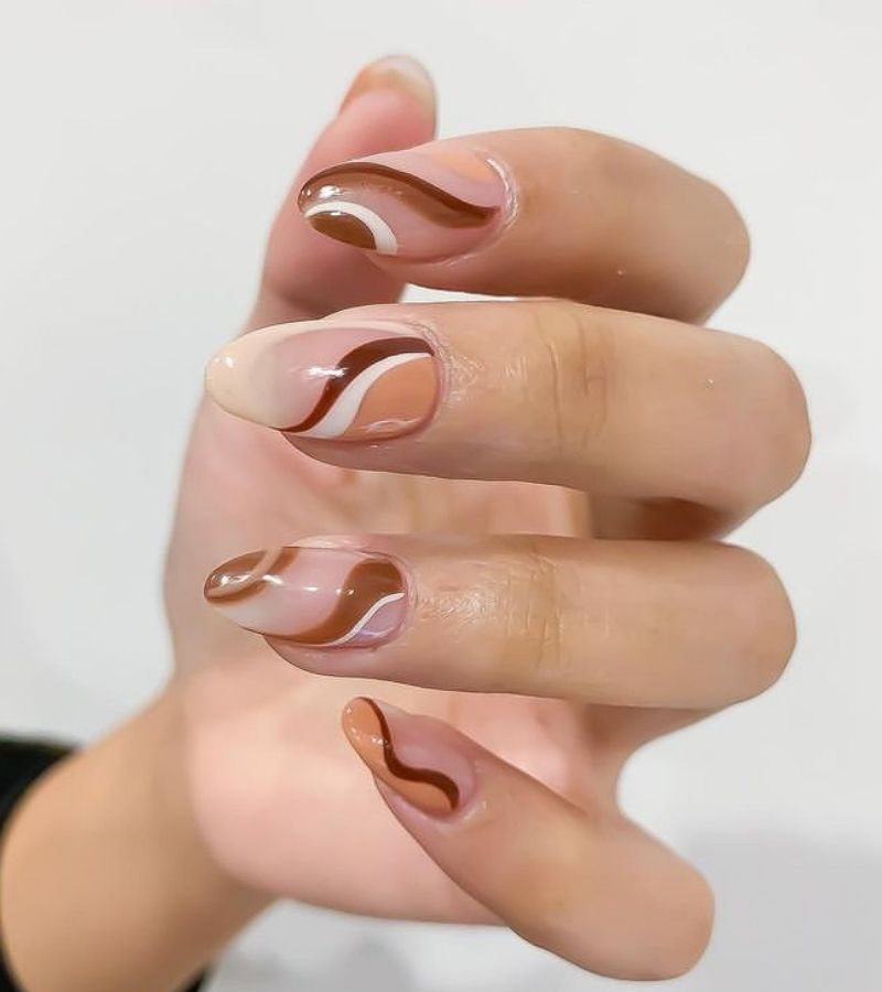 Brown and White Swirls as Fall Nail Color